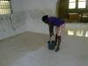 Marguerite l'aide domestique en train de nettoyer
